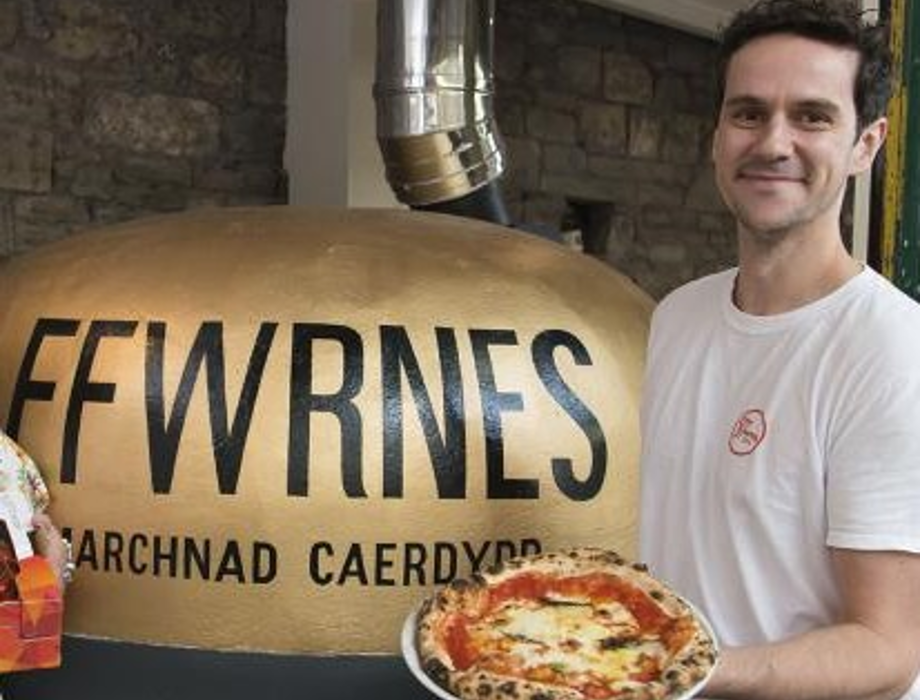 £30,000 micro loan for award winning pizza company Ffwrnes